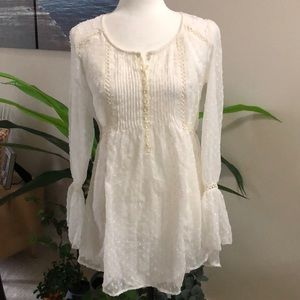 NWT: Kimchi Blu gorgeous blouse size XS